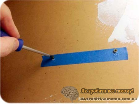 Як легко прикріпити роутер до стіни?
