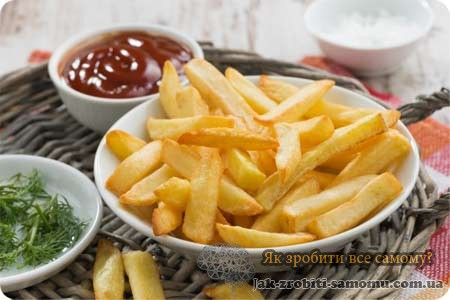 Домашня картопля фрі на сковороді