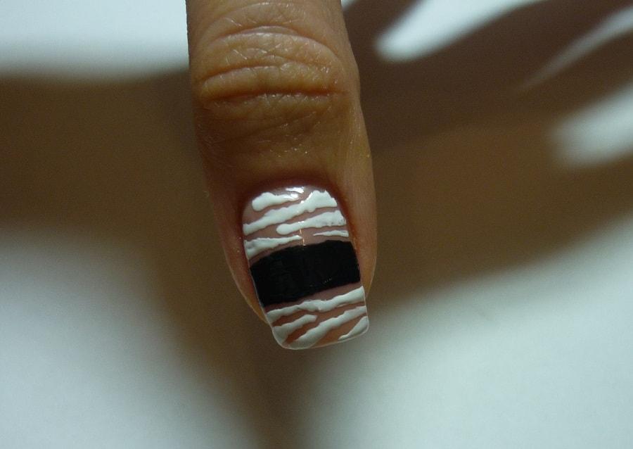 Як намалювати мумію на нігтях