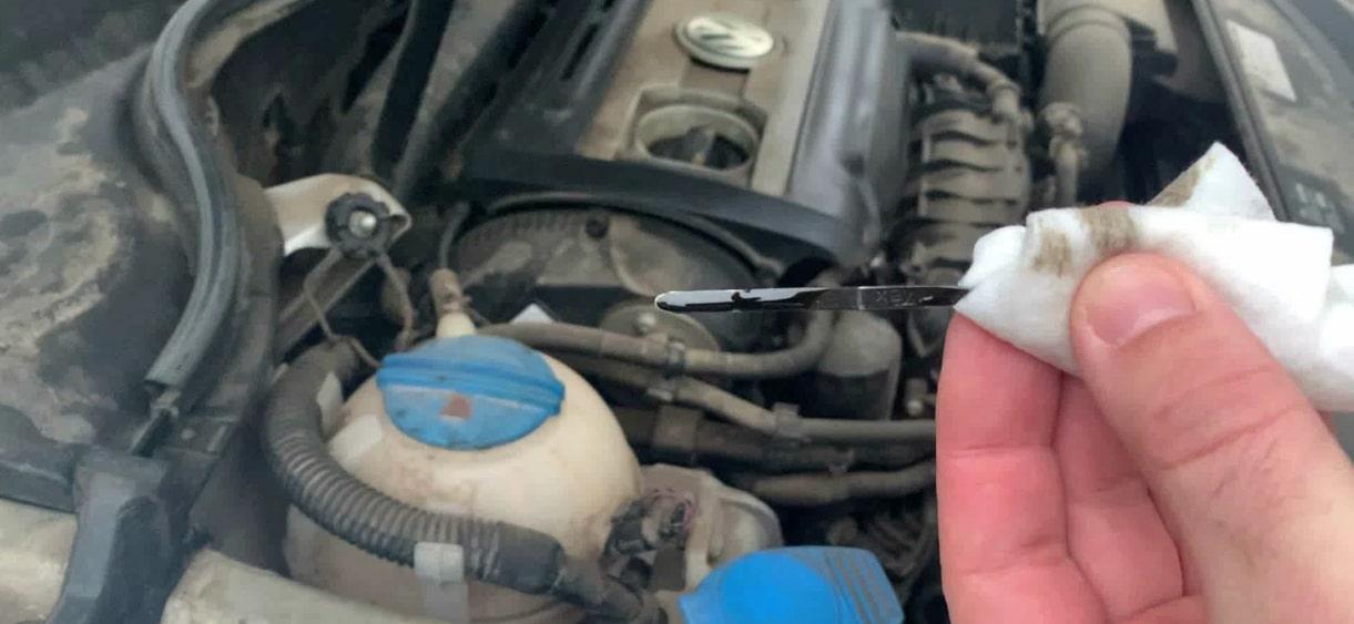 Як перевірити рівень масла в двигуні правильно